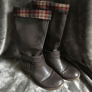 K9 brown boots with plaid lining